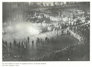 les_nazis_brûlent_les_oeuvres_de_freud_et_de_romain_rolland-1024x749